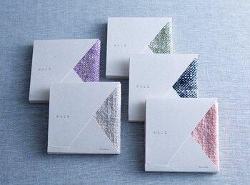 パッケージもシンプルで素敵♪ハンカチの色がちょっと見えるのがおしゃれですね。プレゼントにもぴったりです。