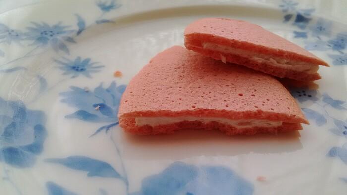 サクサク食感に上品な甘さの組み合わせが春らしいひと品。「銀座たまや」は本店のある銀座のほか、百貨店や空港でも購入できますよ。