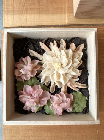 予約制の「オーダーメイドおはぎ」も人気です。好みのお花やイメージを伝えて作ってもらう、世界でただひとつだけのおはぎ。箱を開けたときの笑顔を思い浮かべながら注文してみてはいかがでしょうか?
