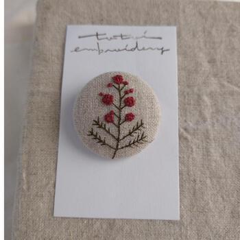 刺繍ブローチといえば、お花モチーフが定番ではないでしょうか?