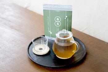 添加物を一切使用せず作られた福井県鯖江産の桑茶(くわのはちゃ)。ノンカフェインなのでお子様、妊娠中の方、ご年配の方にもおすすめ。福井の新たなお土産としても人気の味をおうちでもぜひ、お楽しみください。