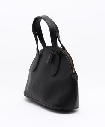 流行に左右されず、持ち手に自然にリンクするモノづくりが特徴の「タイドウェイ」は、バッグやシューズ、革小物などを多く製作しているブランドです。