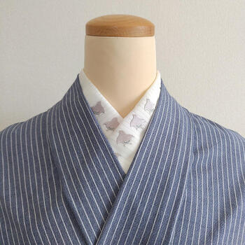着物の襟からちらりと覗く「半襟」。
