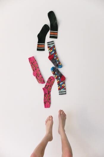 ネイルのように楽しもう♪定番服に合わせて楽しむ「カラフル靴下」