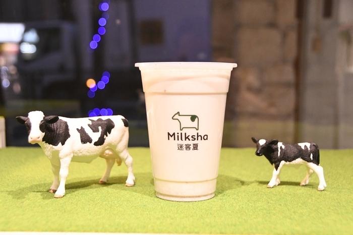 """""""飲むスイートポテト""""と話題なのが「大甲(たいこう)タロイモミルク」です。ペースト状のタロイモとミルクがミックスされていて、こっくりとした甘さが際立つ一杯。濃厚な牛乳とのマリアージュは、まさに新食感ですよ。"""