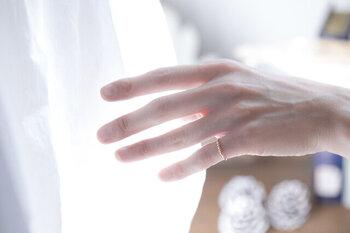 左手の小指には、「チャンスを引き寄せるパワーがある」と言われています。変化を求めているときや、チャンスを呼び込みたいときに効果的だそうです。