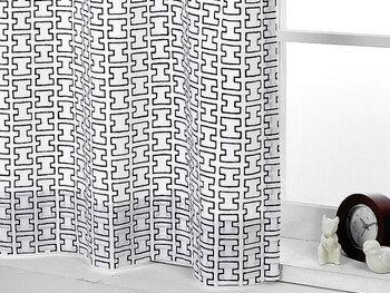 お部屋を北欧テイストにするなら、カーテンなどのインテリアファブリックを主役にするのもポイント。Artek(アルテック)のH55のカーテンはモノクロでモダンな雰囲気。派手になりすぎないので他のインテリアともよく馴染みます。