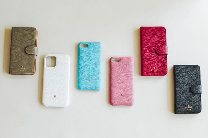 ▲左からトープ、ホワイト、ブルー、ピンク、レッド、ブラックの6色展開。はめ込みタイプと手帳タイプの2種類で、対応機種はiPhone12、iPhone12 mini、iPhone SE(iPhone6/7/8にも対応)。