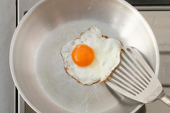 シルバーが美しく、食材の色が映えやすいので、しっかり美味しいタイミングを見極めやつつ調理できそうです。