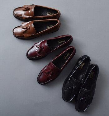 G.H.BASSでも人気のあるタッセルローファーは、1950年代のアメリカ東海岸で、学生時代をローファーで過ごしたビジネスマンや弁護士が、紐靴のようにフォーマルで、かつローファーのように軽快なこの靴を愛用した。それゆえ弁護士の靴と呼ばれることもある靴です。