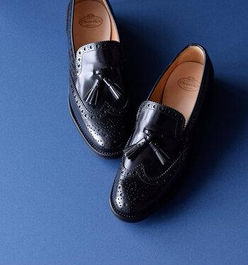 産業の発達により、靴の生産も全て効率化するのが一般的になりつつありますが、チャーチは昔からハンドメイドにこだわっています。一足の靴ができあがるまでの250もの工程全てが職人の手作業によるものなのです。