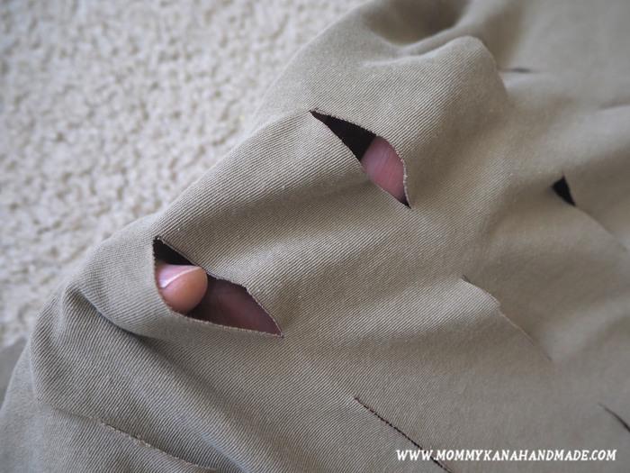 私は無地のTシャツを使って、ネットバッグ風に仕上げたので、全体的に切り込みを入れました。こうしておくと、あとでバッグに物を入れた時に自然と口が開きます。お好みで試してみてください。