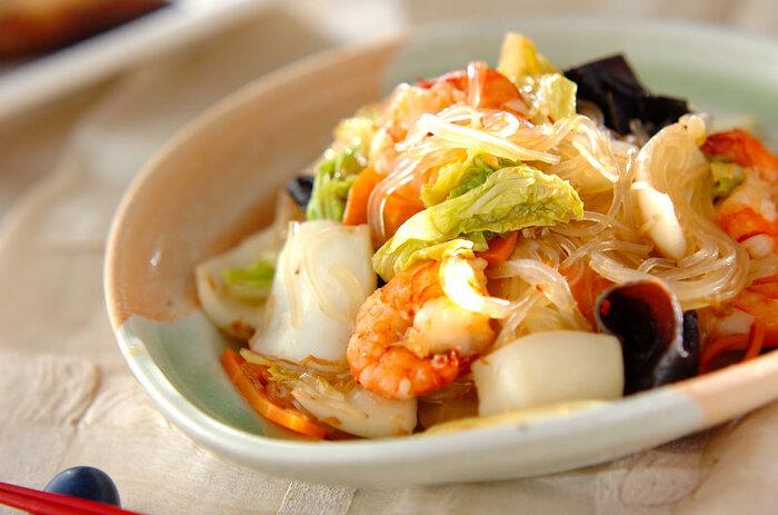 食材の下ごしらえをしたら、あとは順番に炒めれば出来上がり♪魚介も野菜もたくさん食べられるのが嬉しいですね。ご飯にのせて丼にしても◎