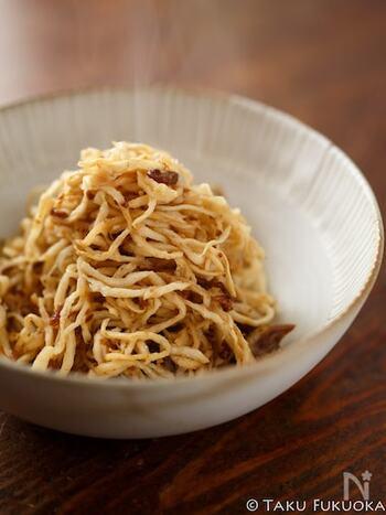 いつも和風になりがちな切り干し大根を、XO醤で中華風にしてみるのはいかが?材料はたった3つで、水で戻した切り干し大根を炒めるだけなので、あっという間に作れます。