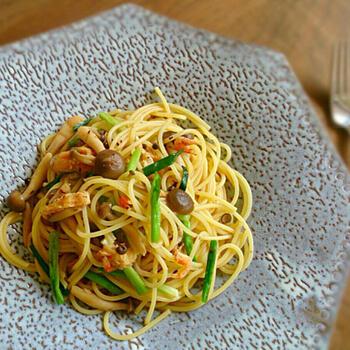 スパゲティとXO醤は意外な組み合わせ?でもこれがとっても合うんです!油揚げやしめじ、桜エビといった和の具材が入り、味も彩りも◎おもてなしメニューにもおすすめです。