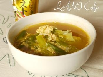 野菜をふんわり卵が包み込む中華スープです。味が簡単に決まるので作りやすく、おうちの定番メニューにおすすめ。チャーハンや餃子といった中華料理に合わせても◎