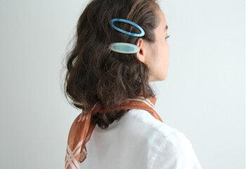 デンマーク発のブランド「ピコ」のヘアピンは、絶妙なサイズとうっとりしてしまうような透明感溢れるデザインが特徴。耳の後ろで留めるだけで、どこから見ても隙のないおしゃれヘアの完成です。