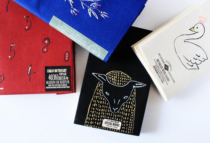 刺繍風のお絵かきのほか、ラベルや布用のシールなどを貼ってもおしゃれ。センスの見せどころですね。