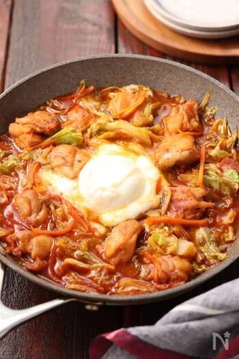 濃厚なブッラータチーズがあれば、人気の韓国料理・チーズタッカルビもこっくりと味わい深く。こちらは焼肉のたれとケチャップがあればできる簡単レシピです。