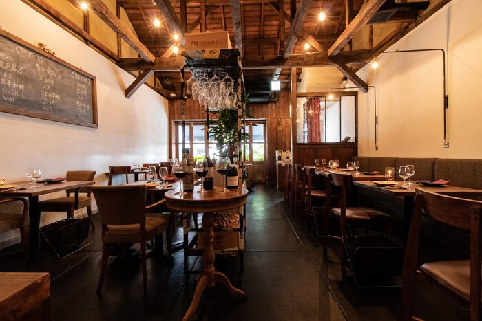 愛知県名古屋にあるXató burrata & steak(シャト ブッラータ アンド ステーク)は、古民家をモチーフにしたナチュラルでシックな空間でステーキと美味しいブッラータ、そして自然派ワインが楽しめるお店。