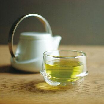 持っても熱くないので、温かい飲み物用としても使えるのがうれしい。冷たいドリンクを入れてもコップが結露せず高機能です。