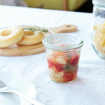 フタが付いているから食品の保存や小分けにもぴったり。らっきょや梅干しを入れても食卓をおしゃれな空間にしてくれます。