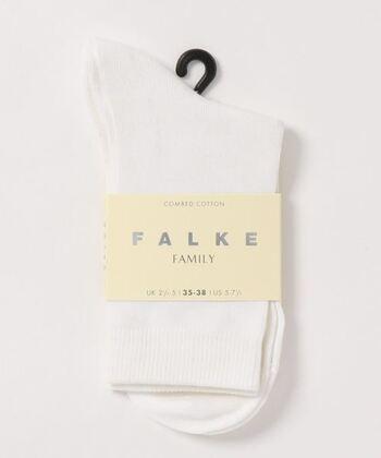 こちらはドイツの老舗ソックスブランド、「FALKE(ファルケ)」のベーシックなショート丈の白靴下。良質な綿を使用したアイテムです。優しい肌触りと抜群のフィット感を兼ね備え、耐久性にも優れているのが特徴です。