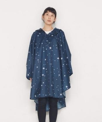 衣類は実際に非常用として分けて置いておくのは難しいですが、下着数日分とジャージ上下、あとは防寒性に優れた雨合羽があるといいと言われています。雨合羽は普段あまり使わないので非常用持ち出し袋に入れておきたいですね。