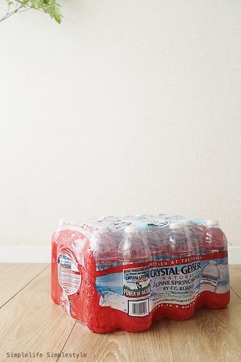 備蓄やまとめ買い対策に。箱買いペットボトルの収納アイデア