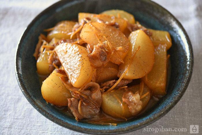 汁気がなくなるまでこっくり煮込んだ大根は、味が染みてとってもおいしい。生姜を加えてほんのり後味さわやかに。