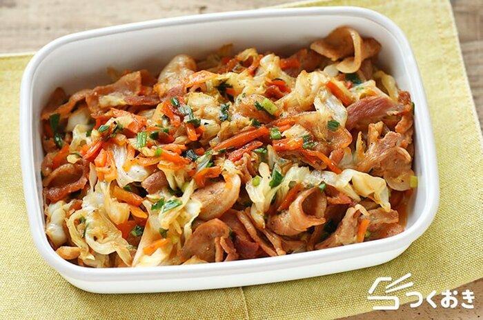 オイスターソースと味噌のこってり味がご飯に合う炒め物。キャベツの自然な甘みにホッとします。