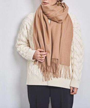 マフラーは冬のファッションにかかせないアイテムですよね。みなさんはどんな巻き方が好きですか?簡単なのに素敵に見える大人可愛いマフラーの巻き方をまとめてみました。
