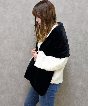 首や肩にかけるだけのシンプルな使い方。ファッションの指し色や、アクセントのアイテムとして取り入れることでお洒落感がUPします。防寒力は低いですが、肩に一枚マフラーがあるだけでやっぱり暖かさは違いますよね。