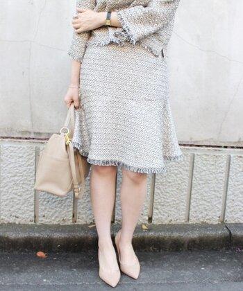 裾全体がフリンジになっているセットアップ。 クラシックな雰囲気になりすぎないように、裾にはほぐしを加え、抜け感を演出しているところがオシャレ☆