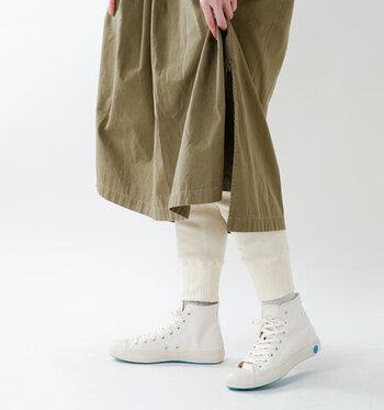 柔らかく履きやすいコットン100%のサーマルレギンス。ぴったりとせずに適度にゆったりしているので、ワンピースやスカートにも合わせやすいんです。