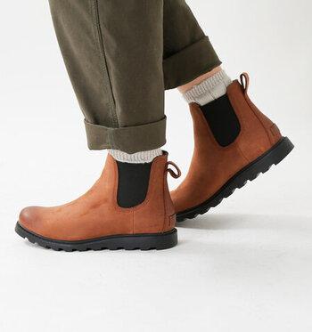 キャメルのショートブーツは程よいカジュアル感ときちんと感を演出することができます。メンズライクなコーデからフェミニンコーデまで、温かみのある足元に仕上がります。
