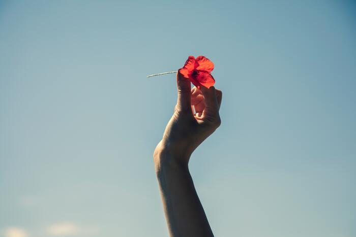 過去の過ちをいつまでも引きずってしまう、前にあんな態度を取られたことがあるからあの人が苦手。といったマイナスなことから、「昔は楽しかったなぁ、それに比べて今は・・・」と現状に満足できず落ち込んでしまう人。「過去のことは、もう終わったこと」と捉えて、今を生きるというのを大切にしてみませんか?今、この瞬間の積み重ねが自分の人生になるのです。そう考えると余計なことはゴチャゴチャ考えずに、少しでも楽しく過ごしたい!と思いますよね。