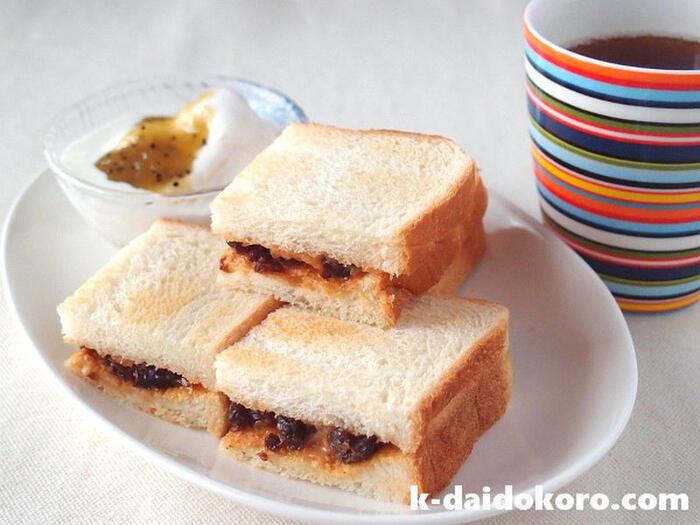 こちらもピーナッツバターとジャムの組み合わせですが、さらにレーズンをプラス。レーズン独特の食感がサンドイッチをちょっぴりリッチに仕上げてくれています。ジャムはお好みでOK!ぜひ試してみて♪