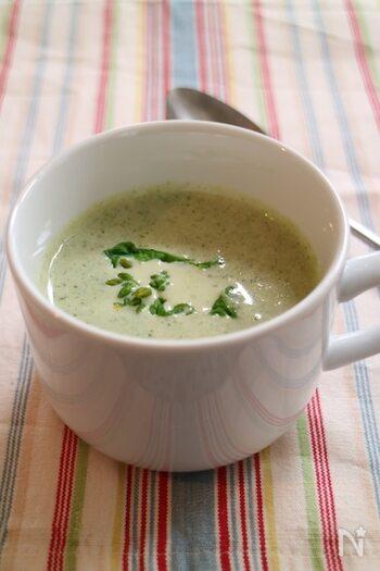 グリーンが清々しい菜の花と新ごぼうのポタージュスープ。優しいけれど、野菜のほろ苦さや甘さが溶け合って、奥行き深い味わい。深く深呼吸して、春の香りとともにじっくり味わいたいですね。