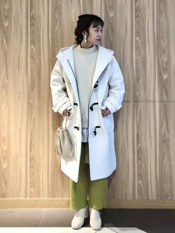 同系色のブーツで、全体に統一感を持たせるのがポイント。優し気な印象になりますね。