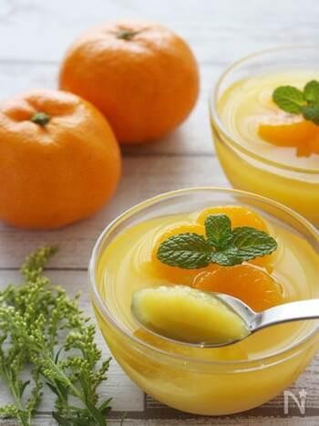 みかんジュースと麹甘酒を使った簡単ゼリー。仕上げにみかんをトッピングしておしゃれに。