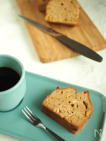 黒糖を使った落ち着いた甘さのしっとりケーキ。フルーツケーキも、缶詰を使えばお手軽にできます。