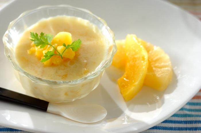 マンゴーとパインが入ったトロピカルな味わいのさっぱりプリン。豆乳の優しい味わいをお楽しみください。