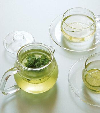 透明なので、茶葉が開く様子やお茶の色などビジュアル面での楽しみがあります。電子レンジに対応しているものだと、冷めても温められるというメリットがあります。