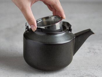 網目が比較的細かいものが多く、葉が細かい深蒸し茶や粉茶にも向いています。茶殻が捨てやすく、お手入れしやすいのが特長。