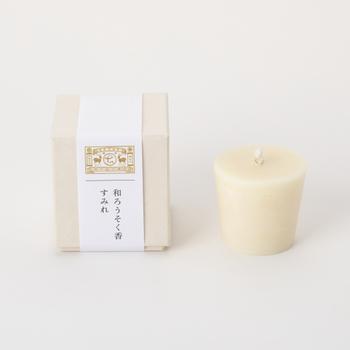 「中川政七商店(なかがわまさしちしょうてん)」の「和ろうそく香」は今の暮らしにあわせた和ろうそく。麻之香(あさのかおり)・白檀(びゃくだん)・すみれ・木ノ実・白樺(しらかば)の5つの和の香りを楽しめます。燭台がなくても不燃性のお皿に置いて使える形になっているので気軽に使用できますよ。燃焼時間は約5時間とたっぷりなので、ギフトにも喜ばれそうです。