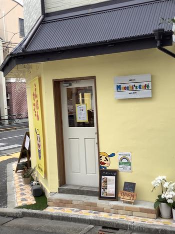 """西荻窪駅から歩いて10分ほどの場所にある「Mucchi's cafe(ムッチーズ カフェ)」は""""大人のための絵本カフェ""""がコンセプト。絵本の世界にじっくりと浸りたい日に訪れてみませんか?"""