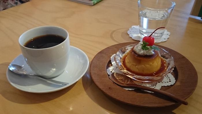 鎌倉で人気の「パティスリーR」のスイーツがいただけるのもうれしいですね。ケーキやプリンなどおいしいスイーツと一緒にゆったりティータイムを楽しめます。