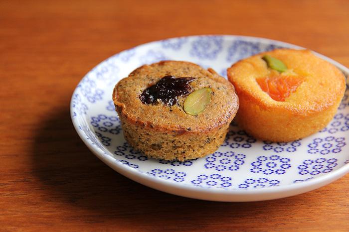 五つの柄はどれも和洋どんな料理やデザートにも似合い、しかも長く愛用できる飽きのこない色柄が魅力的で、何種類あっても食卓であれこれ活躍してくれます。