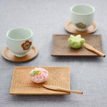 木工作家である筒井則行氏が主宰する工房「icura(イクラ)」は、家具は一切つくらず、おもに岐阜県産の山桜やくるみを使って、お皿やカトラリー、カッティングボード、箸置きなどの食卓まわりの小物だけをつくる木のあたたかみのあるテーブルウェアを制作しています。